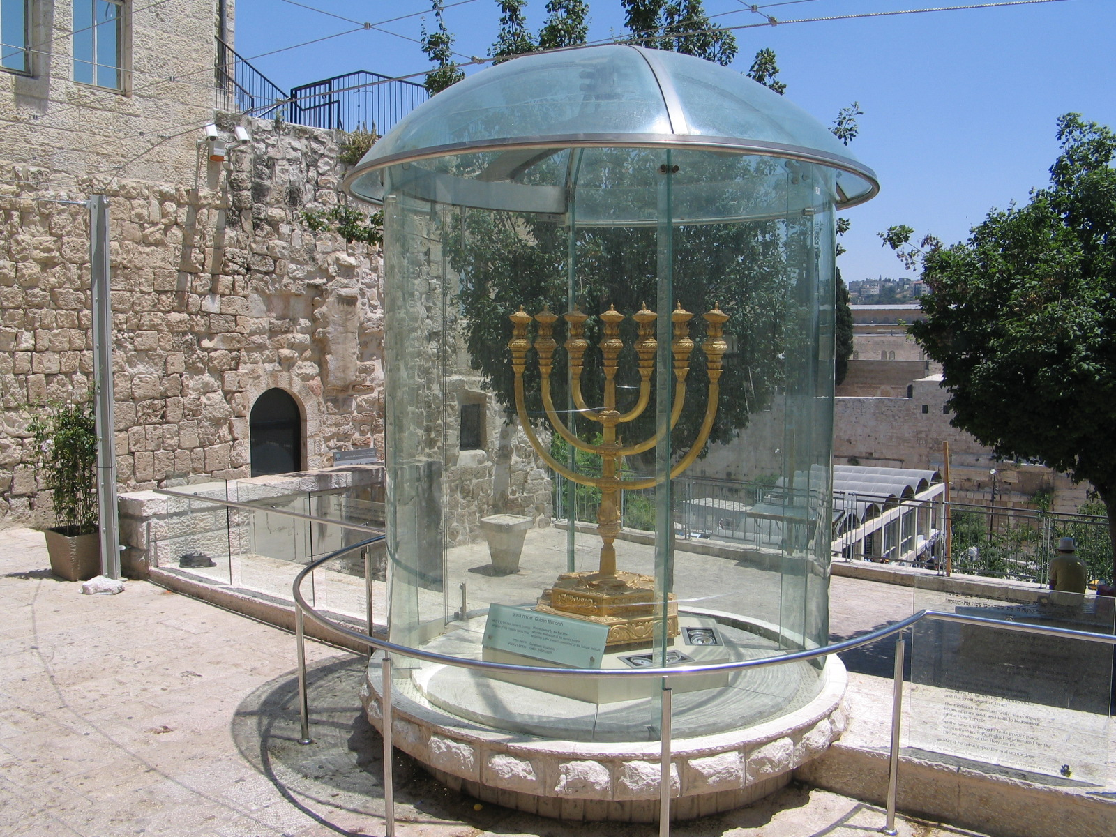 Expressive Vitrine An Der Marienkirche: Tempelinstitut In Jerusalem, Bilderserie, Fotos, Photos